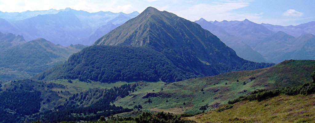 Le bassin de l'étang de Lers au pied du Mont Béas